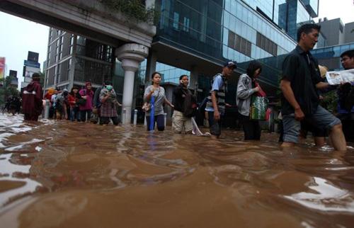 ueberschwemmungen-indonesien