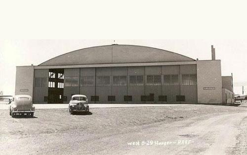 ufo-roswell-hangar-84