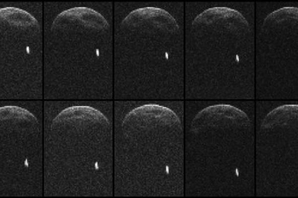 Aufnahmen-des-Asteroiden-1998-QE2