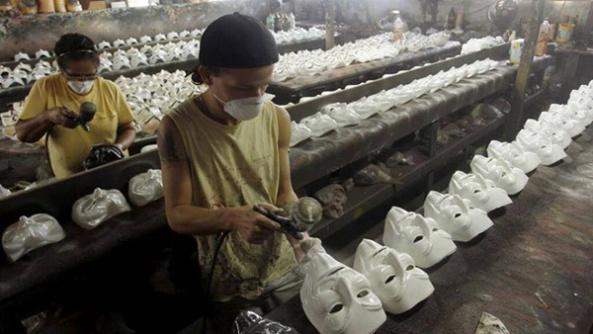ausbeutung-produktion-anonymous-maske