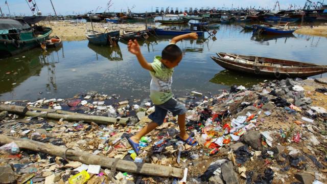 Verschmutzung der Ozeane Gefährliches Plastikmeer